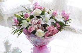Mother's Days White Heart Flowers باقة زهور القلب الأبيض لعيد الأم