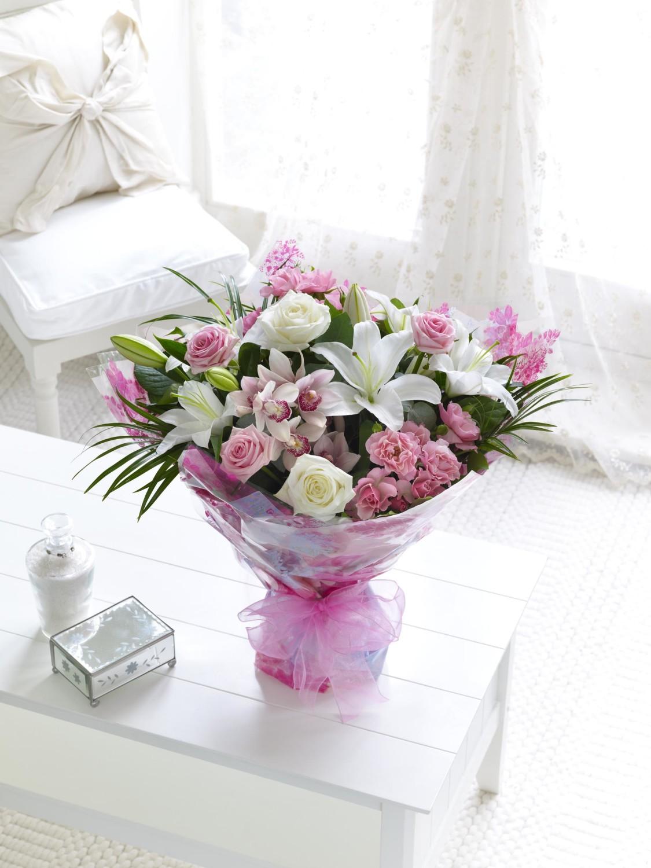 Mother S Days White Heart Flowers باقة زهور القلب الأبيض