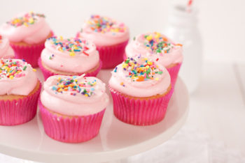 Strawberry Cupcakes كاب كيك فراولة