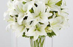 Lilies Hand Bouquet باقة ورود الليليوم المميزة