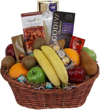 Fruits n Sweets Basket سلة الحلويات و الفواكة