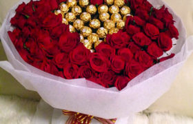 100 Red Roses with Ferrero Rocher Heart باقه 100روز مع شوكولا فيريرو روشيه قلب